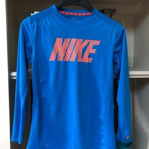🏀 Nike long sleeve T-shirt Size L 🏈
